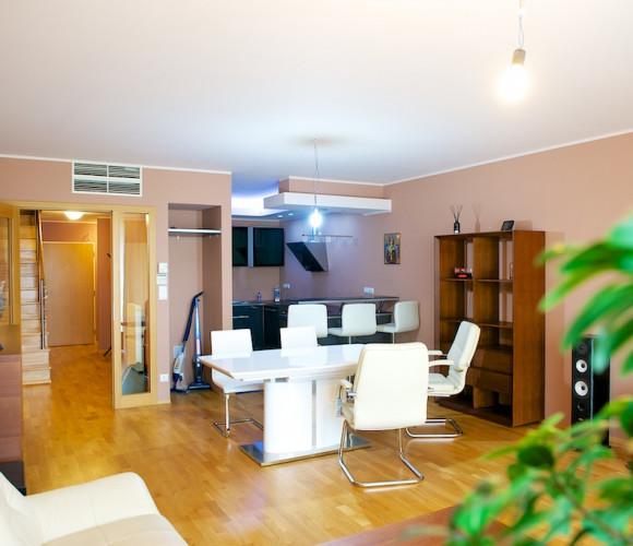 Аренда квартиры 5+kk, 230 m2 - Ke Kapslovně, Прага 3
