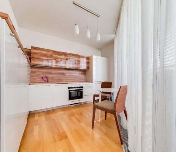 Rent flat 3+kk, 100 m2 - Ke Kapslovně, Prague 3 - Žižkov