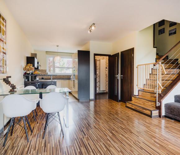 Prodej domu rodinný, 151 m2 - V cestičkách, Praha 8
