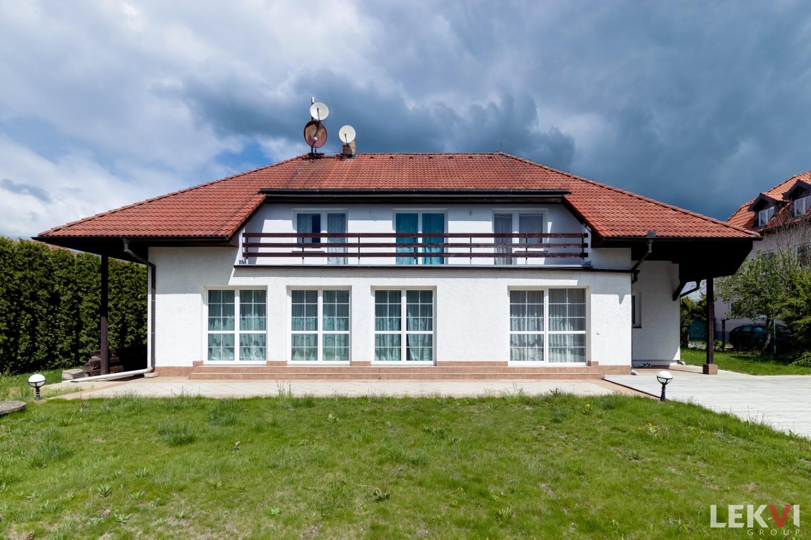 Prodej domu rodinný, 489 m2 - V Jezerách, Praha-východ